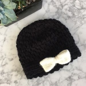 Black and white bow beanie